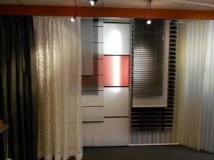 Sfeervol en vooarl erg mooi zijn de raamdecoraties en gorijnen bij Protectsun in de showroom Amsterdam.